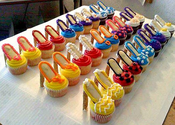 Photographer of these cupcakes said...   This is so easy!  For all the Bakers--Beginners or Experts!   The heels are made with Pirouette cookies, soles with Milano cookies and then your own homemade cupcakes.   Don't forget to SHARE to store and save