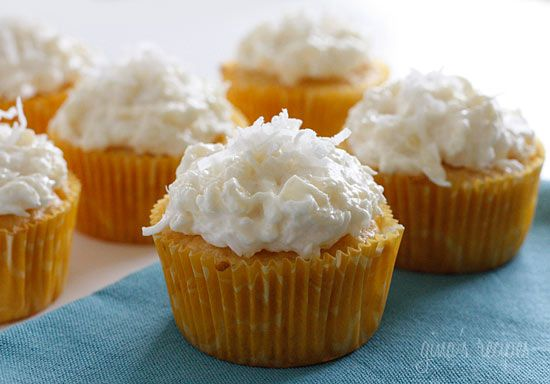 Piña Colada Cupcakes - For the coconut lover out there, these are super easy, low fat, moist and delicious! #weightwatchers #skinny: Pinacolada, Fun Recipes, Pineapple Cupcake, Yellow Cake, Piña Colada, Colada Cupcakes, Cake Mix, Dessert