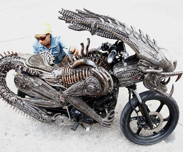 Alien Motorcycle. I wouldn't mess with this dude if I saw him on the road.: Motorcycles, Motorbike, Bikes, Cars, Art, Alien Motorcycle, Aliens