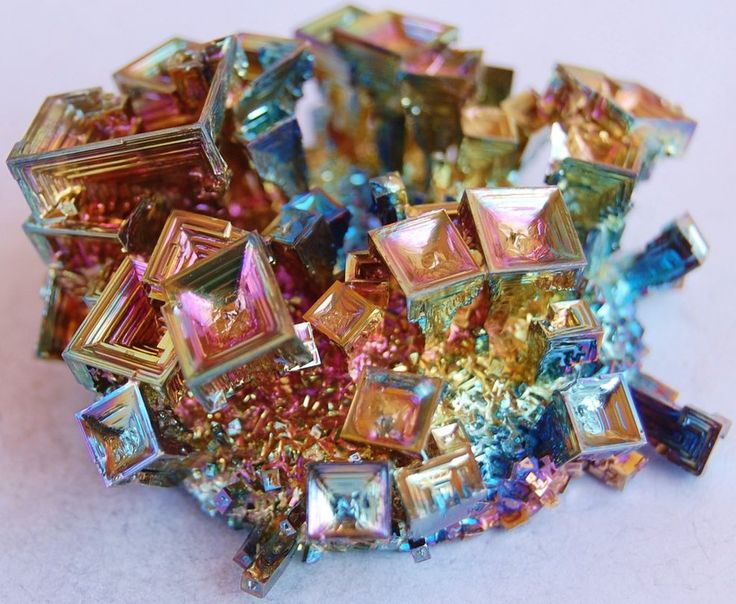 """Bismuth Crystal Grow your own crystals.... For How To directions type in """"Bismuth Crystal"""" in browser: Gemstones, Crystals Gems, Gem Stones, Rocks Minerals, Crystal Cluster, Beautiful, Bismuth Crystals, Earth, Minerals Gems"""