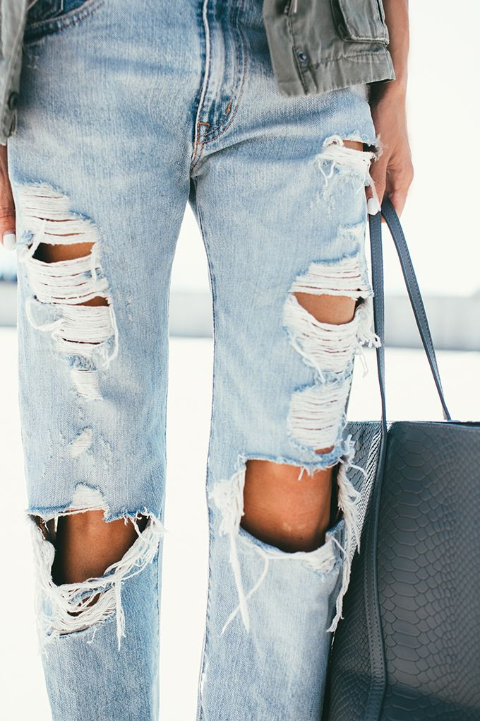 distressed jeans.: