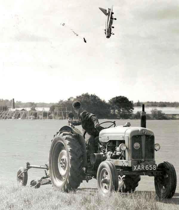 F1 pilot ejects at extremely low altitude. The pilot survived with multiple fractures. 1962.: Photos, Pilots, Electric Lightning, Lightning F1, George Aird, English Electric