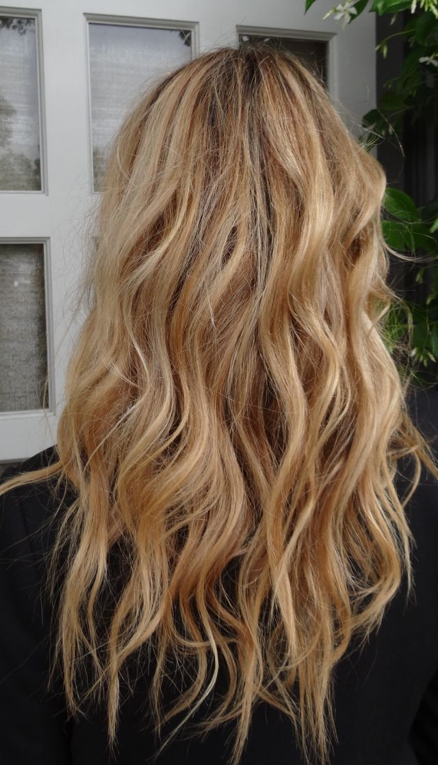 I want to do these shades of blonde on someone pleaaaase!! Soft blondes beiges with goldens with platinum oooh lala: Hair Colors, Beach Waves, Make Up, Hairstyles, Hair Styles, Blondes, Sandy Blonde Hair, Hair Makeup, Hair Colour