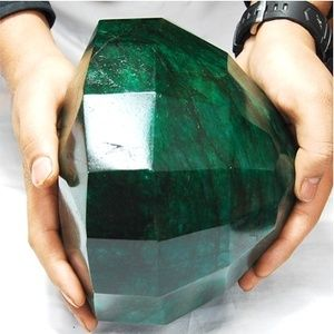 """{Oh. My. God.}  """"Cleopatra Emerald"""" - 40,175 carts (cts) making it the largest emerald in the world: Emeralds, Gemstones, Precious Stones, Gems Minerals, Emerald Green, Largest Emerald, Rock, Cleopatra Emerald"""