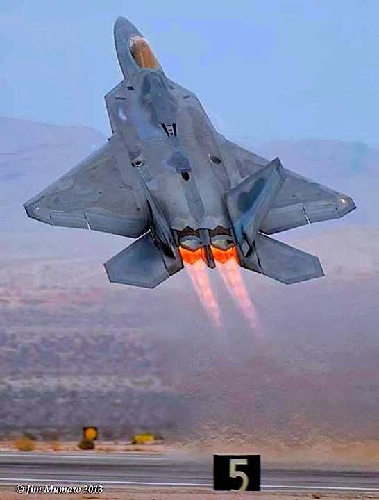 RAPTOR l'unico vero caccia americano degno di questo nome :): Airplanes Jets Helicopters, Aviation, F 22 Raptor, Military Aircraft Jets, Raptor Afterburner, F22 Raptor Jets, Photo, Raptors, Fighter Jets