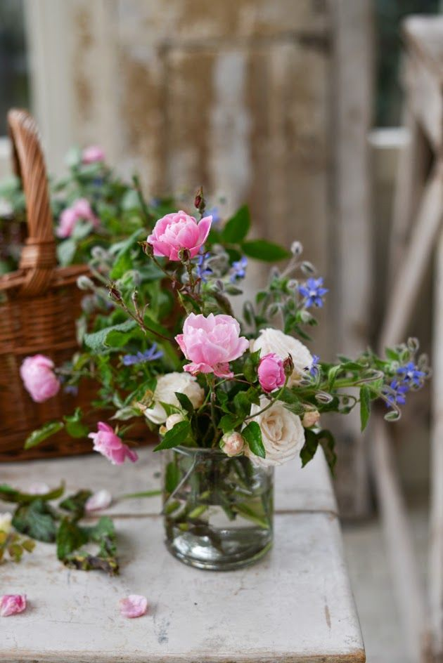 Simple but beautiful flowers: Pink Roses, Vase, Flower Arrangements, Gardens, Ana Rosa, Beautiful Flowers, Floral Arrangement, Flower, Cut Flower