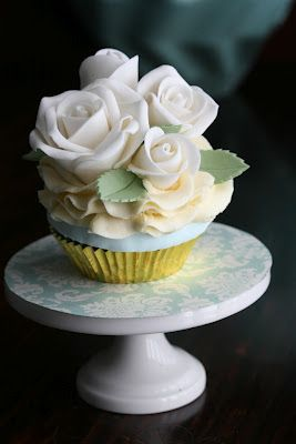 beautiful cupcakes - gold and tiffany blue sweet table: Beautiful Cupcakes, White Rose, Sweet Tables, Tiffany Blue, Wedding Cakes, Rose Cupcake, Blue Sweet, Cup Cake