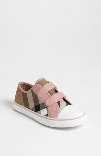 Burberry for babies. Oh my heart!: Girls Babyshoes, Burberry Pete, Baby Walkers, Baby Girls, Baby Shoes, Burberry Kids, Kids Shoes For Girls