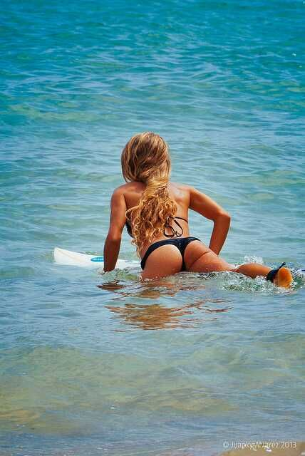 Surfer Girls,hair,buns,tanned skin,bikinis,water & a board<3  WWW.STORES.EBAY.COM/PEACEOFSWAG: Surf Girls, Fitness, Surfergirl Workouts, Surfer Girl Hair, Surfer Girls Hair Buns Tanned, Hot, Beach, Bikini, Babe
