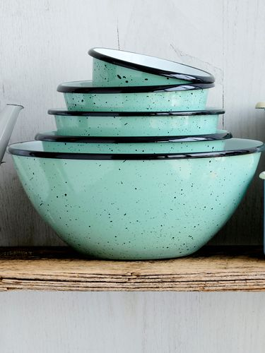 Reminiscent of robins' eggs, these 5 speckled enamelware bowls are too pretty to tuck in a drawer.: Vintage Kitchen, Robins Egg