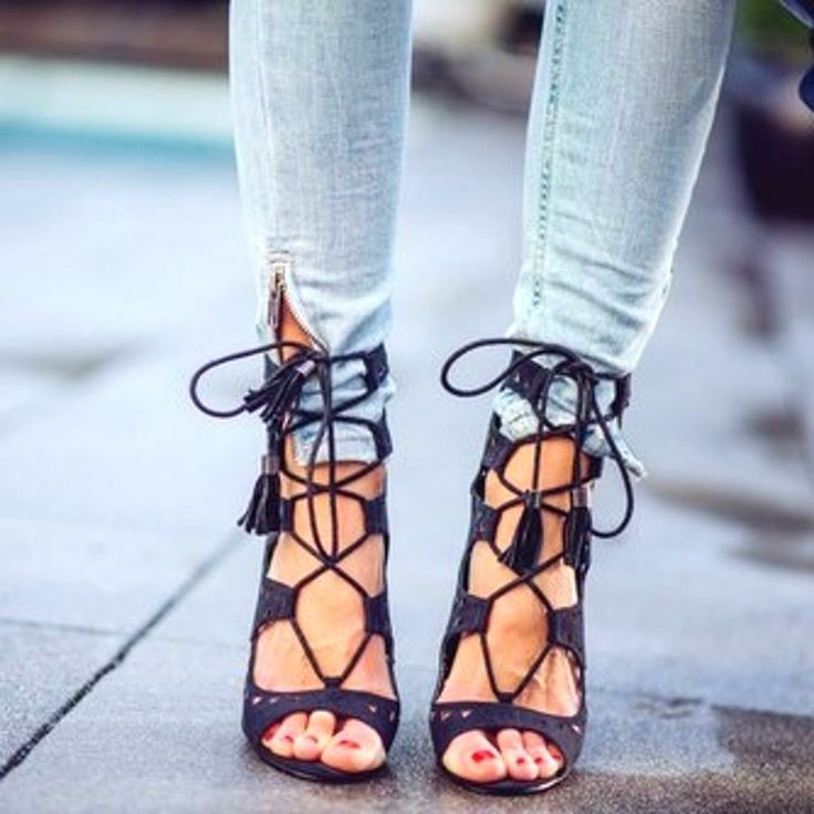 lace it up.: Black Lace, Fashion, Tie Up Heel, Style, Black Heels, Lace Up Heels, High Heels, Shoes Shoes