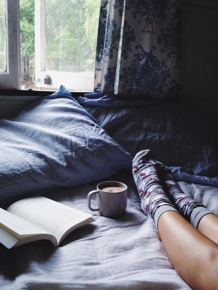 You are Super Low Maintenance ~ You don't need to waste a bunch of time getting ready, you're looking at five minutes or less and you're out the door. http://luarandwolffdene.com/2014/12/creamy-hot-chocolate.html: Lazy Morning, Coffee And Books, Tea And B