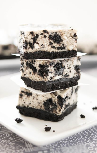 You ever wonder what kind of desert to take to a party or event? Oh MY......!!! Don't even THINK it though if you're going to feel guilty....I'm jus' sayin': Oreo Desert Recipe, Oreo Bar, Cheesecake Bars, Oreo Cheesecake Recipe, Food,
