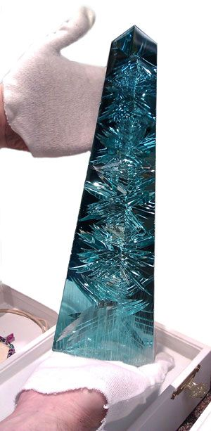Dom Pedro Aquamarine - The world's largest cut and polished aquamarine. Housed in the permanent collection of the Houston Museum of Natural Science. The finished piece is nearly 14 in tall and weighs 10,363 carats, or about 5 lbs.: Natural Science, Pe
