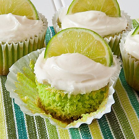 Key lime cupcakes - tried the flavor key lime for the first time - in a really amazing cupcake! Im obsessed:): Sweet, Lime Cupcakes Cinco, Pie Cupcakes, Key Lime Pie, Keys, Cupcakes Cinco De, Limes, Key Lime Cupcakes, Keylime