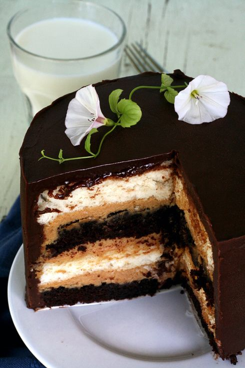 heaven and hell cake: devil's food cake between layers of angel food cake. This may just be the coolest, most delicious concept ever. I'm thinking I might need to make this...: Angel Food Cakes, Cake Recipe, Chocolate Cake, Chocolate Ganache, Hell