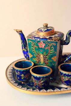 love! At home with the flu? This will uplift your spirits seating on a tray bedside with tea to help you relax and sleep to rest and heel.: Rose, Tea Time, Tea Sets, Teapots, Teas, Tea Pots, Tea Cups, Teacups, Teatime