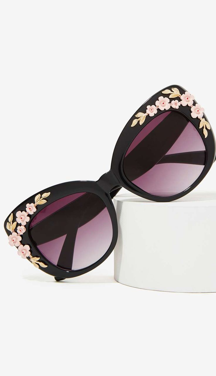 Sunnies with floral details ...I need these big time: Fashion Style, Oakley Sunglasses, Sunglasses Glasses, Rayban Sunglasses, Accessories, Ray Ban Sunglasses, Sunglasses 2015
