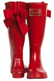 Absolutely gorgeous pair of cheeky flirty wellington boots! Every girl needs a red pair of shoes.... Add a red pair of red wellies to your wardrobe! #adorable #cutebow: Shoes, Rainboots, Red Boots, Style, Cute Rain Boot, Red Rain Boots, Rainy Days