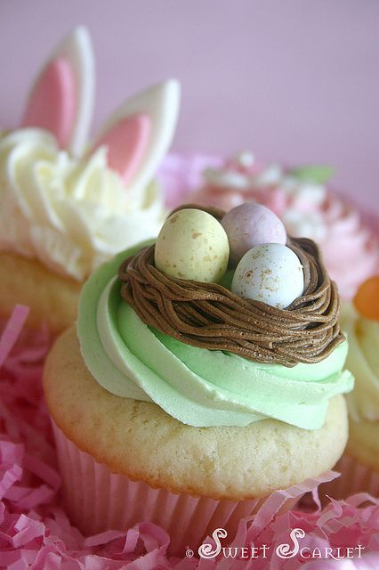 Easter Cupcakes - I like the bunny ears peeking out of the cupcake in the background.: Recipe, Sweet, Cupcake Ideas, Easter Cupcakes, Easter Spring, Eastercupcakes