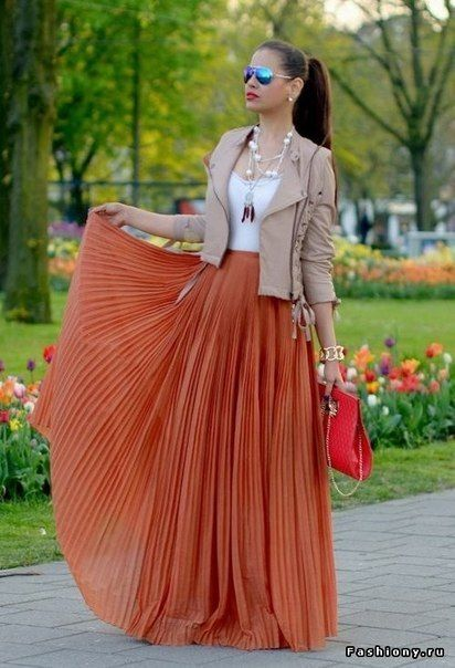Not a big fan of the shades but rest of the outfit is adorable for anyone that wants to add a bold color to your wardrobe: Fashion, Style, Dress, Maxiskirt, Outfit, Maxi Skirts
