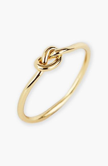 This dainty knot ring only *looks* expensive. At $28, it makes the perfect stocking stuffer for all of the preppy girls on your list! Comes in Gold, Silver, & Rose Gold, too. #bowsgg: Knotring, Knot Rings, Mini Knot, Quicksilver, Knots, Minis, Vivo Mi