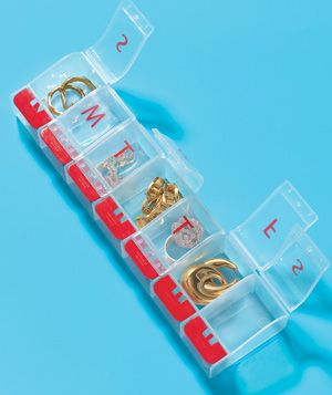 """""""Pack enough jewelry for a week away. The individual compartments are the perfect place to keep earrings, necklaces, and rings safe and tangle-free."""": Ideas, Vitamin Organizer, Travel Jewelry, Travel Tips, Pills"""