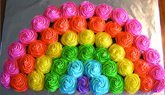 Cupcake Rainbow Recipe: You need at least 24 cupcakes to create a cupcake rainbow. It's easy to create and decorate.: My Little Pony Cupcake, Rainbow Cake, My Little Pony Cake, 24 Cupcakes, Rainbow Birthday Cake, Birthday Idea, Rainbow Cupcakes, My Little