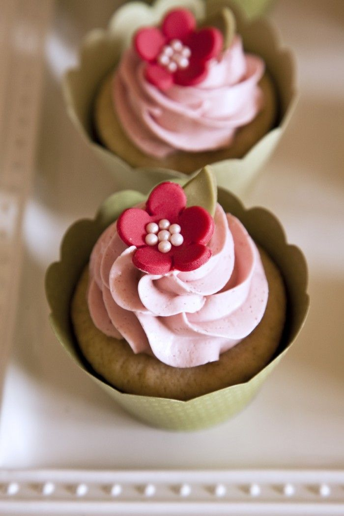 I love the flower decorations on this.  Looks like fondant and pearl sprinkles.  A reason to try the fondant recipe I have?: Cup Cakes, Pretty Cupcakes, Floral Cupcakes, Sweet, Cupcake Ideas, Flower Cupcakes, Cupcake Decorations, Pink Cupcakes, Dessert
