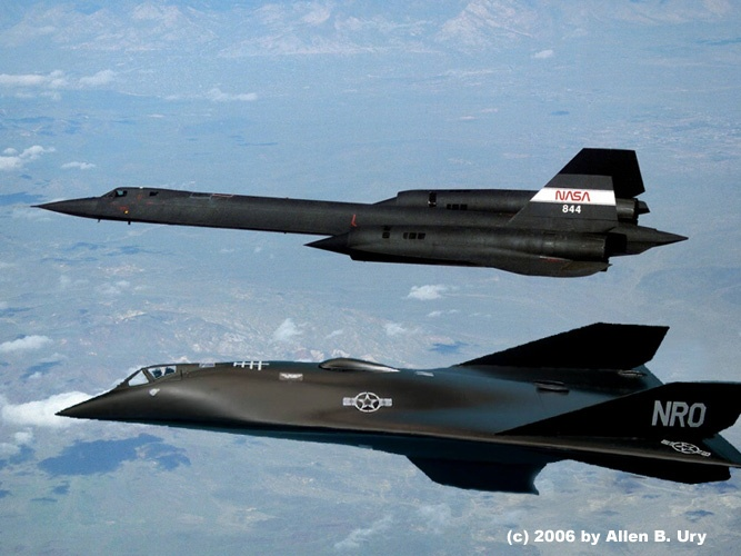 SR-71 BLACKBIRD WITH AURORA SPFX - OLD AND NEW TECHNOLOGY The Aurora is REALLY cutting edge / most high tech plane in the world / the plane that will still be in service by 2060 ? Well the Blackbird was the cutting edge technology of the 1960's !!!!!