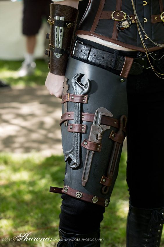 I suspect that Kahlila wears something like this under the bustled Steampunk outfits she favours for our trips off. She always seems to have the right spanner for the job.: Knife Holster, Butterfly Knife, Idea, Steampunk Accessories, Steam Punk, Steampunk