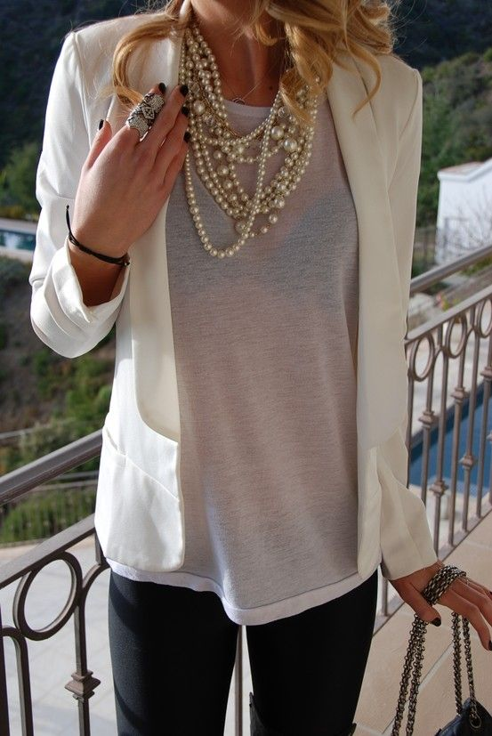 Black skinnies, white blazer, lightweight tee. Love the layering of the pearls!