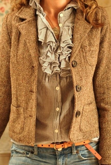 Love the upper half of this outfit, I would wear with boot cut jeans and boots to dress it down or black trousers and round toe heels to dress it up. :): Fashion, Tweed Blazer, Fall Work Outfit, Style, Workoutfit, Brown Blazer, Work Outfits, Fall Winter