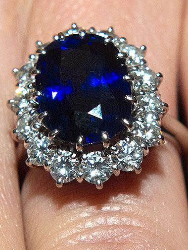 Diana's 18 carat sapphire amid 14 diamonds now belonging to Catherine was estimated 1981 at 60,000 dollars.