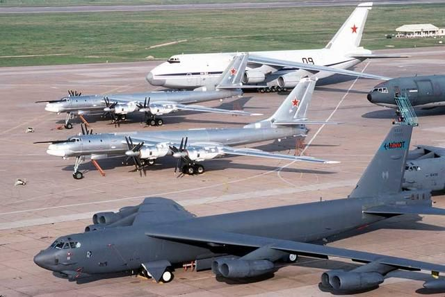 COMPARE USA vs RUSSIA'S LARGEST BOMBERS - 2 RUSSIAN Tu-95 BEARS NEXT TO B-52 STRATOFORTRESS: Aviation, Military Aircraft, B 52, Cold War