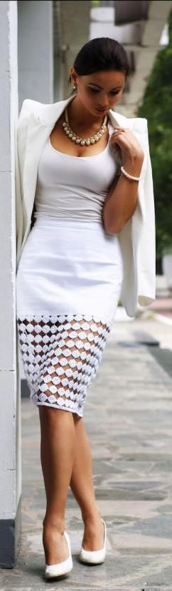 falda con transparencia - encaje & camiseta - blazer blanco: All White Outfit, Classy White Dress, Fashion Styles, White Outfits, Street Styles, Work Outfits, Structured Blazer