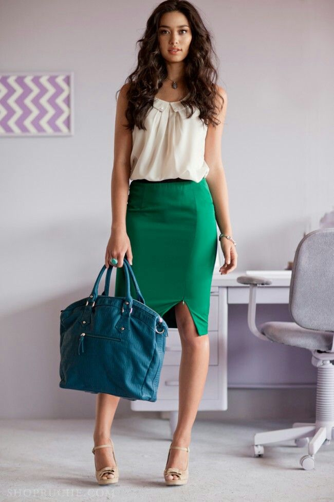 Green pencil skirt and a cream colored top with a bright blue purse.: Green Skirts, Casual Style, Bright Color, Summer Work Outfit, Work Outfits, Business Casual, Office Style