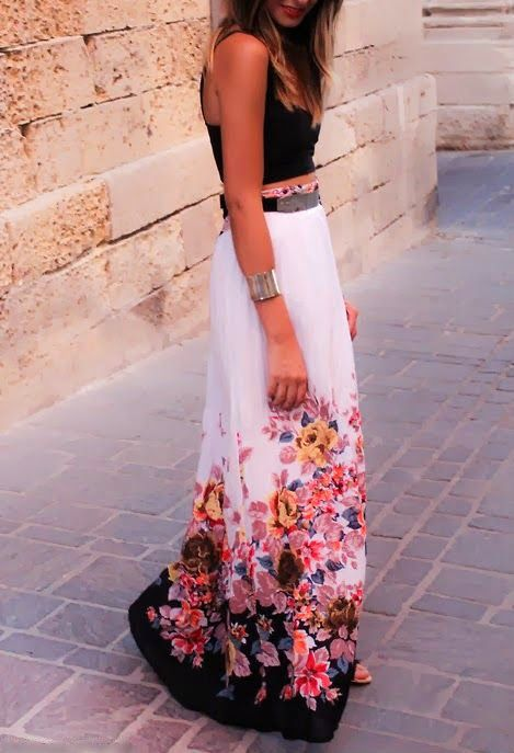 Gorgeous black hot summer cute blouse with flowers printed cte white long stylish maxi dress and cute braslate and black belt and cute black pumps the best street style  fashion: Summer Fashion, Street Style, Floral Maxi Skirt, Outfit, Crop Top, Maxi Skir