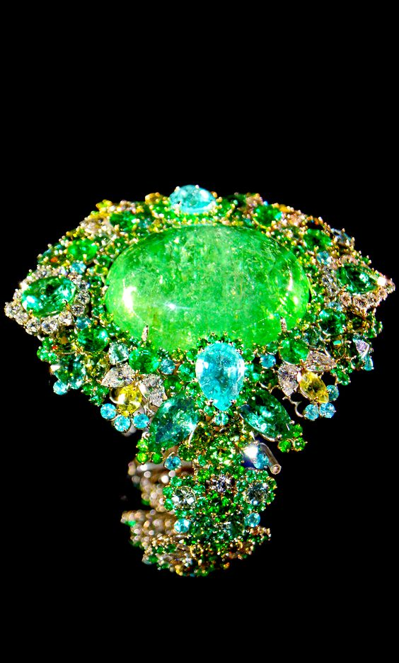 Holy Crap! This piece looks GORGEOUS. *Victoire de Castellane for Dior Jewellery* <3