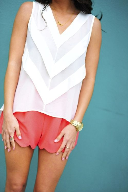 love: Summer Outfit, Scalloped Shorts, Dream Closet, Spring Summer, Chevron Tops, Spring Outfit, White Top, Coral Shorts