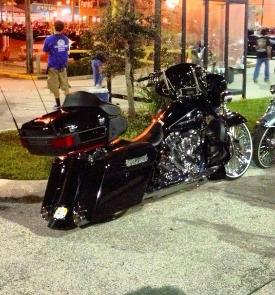 Baggers: Ass Baggers, Bikes Motorcycles Trikes, Baggers Harleys, Cars Motorcycles, Ass Bikes, Cars And Motorcycles, Bagger Bikes, Motorcycles Cars