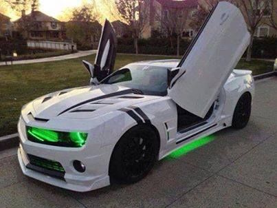 I love the green glow under the car and in front of the car!   POWERFULLY JUMP START YOUR VEHICLE!!! Click http://www.amazon.com/gp/product/B00RZ1TKYE: