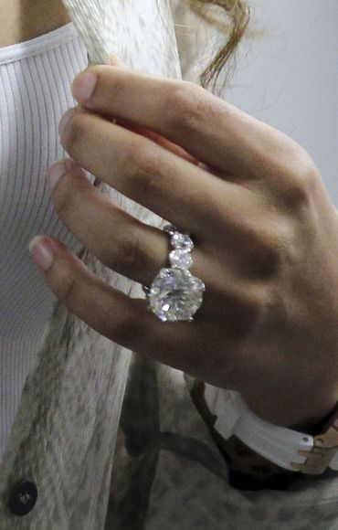 Dear Prince Charming... This is so my style...  I'll take one of these with REAL diamonds - please!  :-): Bling, Diamond Engagement Rings, Diamond Rings, Big Engagement Ring, Dream Engagement Rings, Big Diamonds, Wedding Rings, Jewelry Rings, Huge Eng