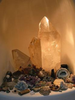 crystals... I am all about crystal grids and alter spaces! Let me help you make one, today!: Gem Stones, Healing Crystals, Crystals Stones, Crystal Grid, Crystals Rocks, Crystal Healing, Crystals Gemstones, Crystal Altar