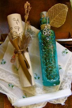 ✯ Love, Healing and Tranquility Magick Herbal Blend .~ Ingredients:  Jasmine, Lavender, Rose buds and White Sage .~Does: Deigned to relax, cleanse and bring forth peace, love and happiness .~ From A Natural Witch- Grimoire of Life and Practice✯: Lavender