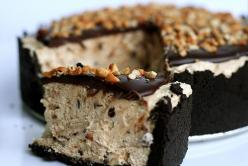 Peanut Butter Mousse Oreo Pie!  @Vannessa Leppek, I am making this for you.  On your birthday.  Or for your bachelorette party.  Or...just because we want it!: Butter Mousse, Peanuts, Recipe, Food, Sweet Tooth, Chocolate Peanut Butter, Peanut Butter, Dess
