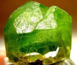 Peridot has be used as a Power Stone for centuries.  Peridot fosters emotional balance, and helps us heal from past emotional wounds.  It clears the path way to the heart and heals damaged egos.: Precious Stones, Gems Minerals, Crystals Gems, Gem Stones,
