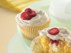 Strawberry Cream Cheese Cupcakes  1  box Betty Crocker® SuperMoist® yellow cake mix  2/3  cup water  1/2  cup sour cream  1/3  cup vegetable oil  2  eggs  3  tablespoons strawberry preserves  1  package (3 oz) cream cheese, cut into 24 pieces  1  containe