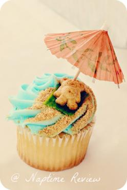 Teddy Bear on the beach cupcakes, love the ground graham cracker sand and fruit roll up beach towel.  Can also use gummy life savers and inner tubes and Swedish fish sticking out f the ocean.: Teddy Graham, Pool Party Theme, Beach Towel, Summer Cupcake, T