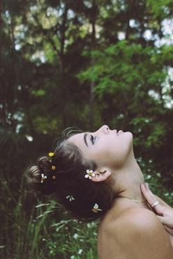 """I'd rather have flowers in my hair than diamonds around my neck "": Picture, Girls, Idea, Inspiration, Hairs, Posts, Beauty, Flowers, Photography"